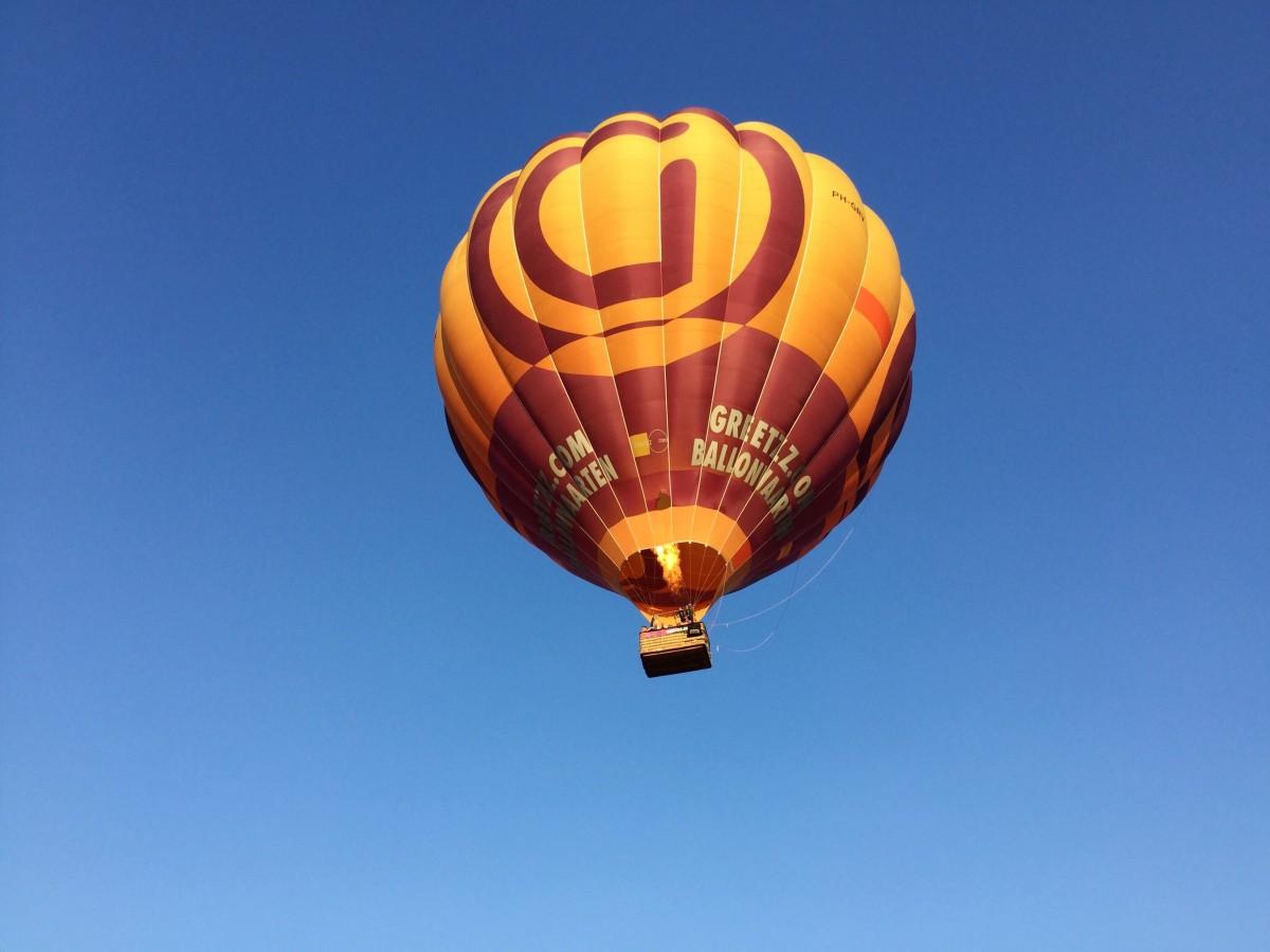 greetzz balloon in the air
